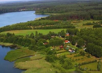 Domki nad jeziorem na Kaszubach